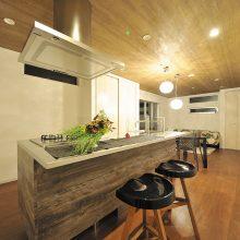 対面式カウンターのアイランドキッチン
