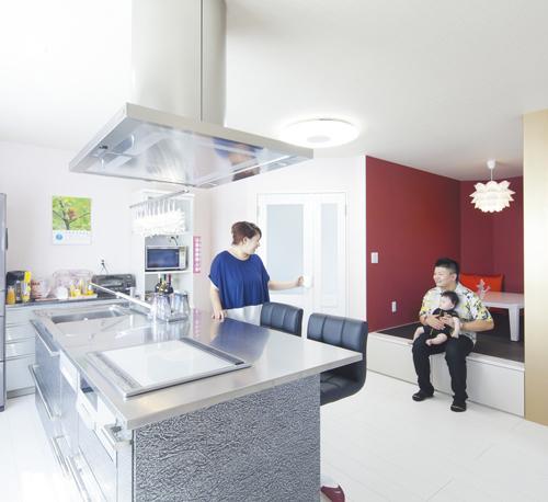 タタミコーナーは和テイスト。キッチンは、中華料理屋を営むSさんも使いやすいと絶賛。
