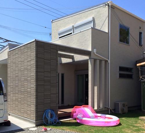 プライベートデッキでBBQ、プールを満喫。母屋と芝生でつながるお庭になりました。