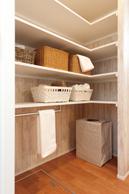 洗面は造作棚を設置。 収納たっぷりです。