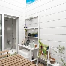 中庭のような3階バルコニーは、浴室から直接出入りが可能となっており、露天風呂気分が味わえる