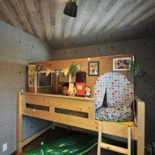 子ども部屋のベッドにはDIYによる秘密基地! 子ども心をくすぐる大好きな場所♪