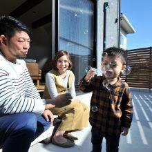木材フェンスでプライバシー保護。洗濯物を干したり、お子様が遊んだり、友人とのBBQであったり何かと活躍してくれます。