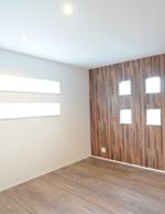 白壁とマッチする床と壁紙の木目がナチュラルな雰囲気でお気に入り。