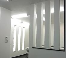 優しい光が降りそそぐ待合スペースは、来店されたお客様のくつろぎの場所です。